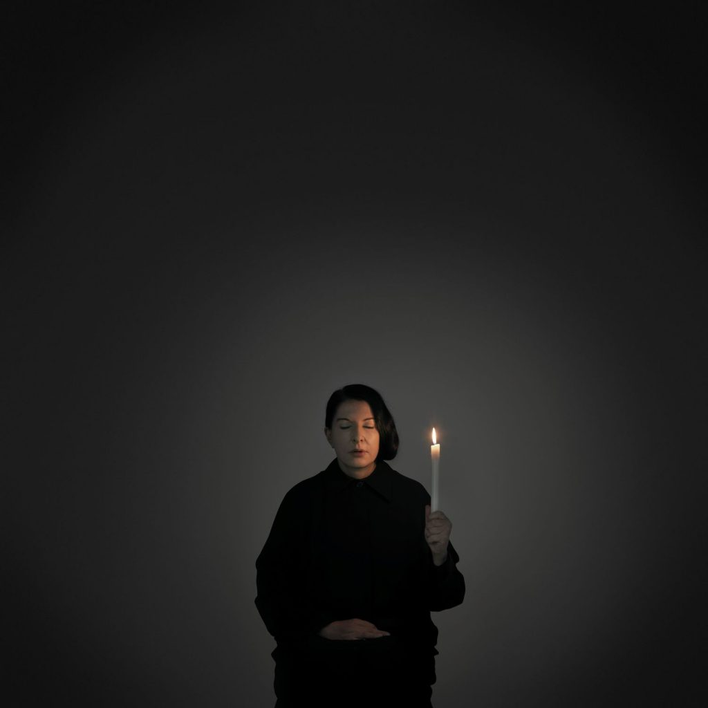 Marina Abramović, Artist Portrait with a Candle (A) aus der Serie With Eyes Closed I See Happiness, 2012 © Marina Abramović / VG Bild-Kunst, Bonn 2016; Courtesy Marina Abramović and Sean Kelly Gallery New York